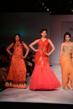 Anjali Abrol, Urvashi Rautela walks for SOLTEE BY SULASKSHANA at Wills day 5 on WIFW 2014 on 13th Oct 2013 (101)_525cb818eb98c.JPG