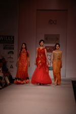 Anjali Abrol, Urvashi Rautela walks for SOLTEE BY SULASKSHANA at Wills day 5 on WIFW 2014 on 13th Oct 2013 (102)_525cb72dd039c.JPG