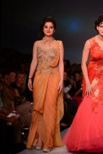 Anjali Abrol, Urvashi Rautela walks for SOLTEE BY SULASKSHANA at Wills day 5 on WIFW 2014 on 13th Oct 2013 (132)_525cb75a2e477.JPG