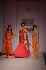 Anjali Abrol, Urvashi Rautela walks for SOLTEE BY SULASKSHANA at Wills day 5 on WIFW 2014 on 13th Oct 2013 (144)_525cb77ef0f45.JPG