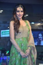 Karisma Kapoor walks for Monarch Universal launch in Mumbai on 13th Oct 2013 (64)_525cb309d6816.JPG