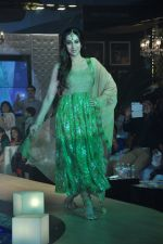 Karisma Kapoor walks for Monarch Universal launch in Mumbai on 13th Oct 2013 (65)_525cb3109d724.JPG