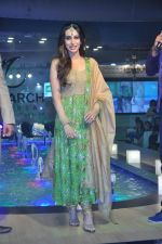 Karisma Kapoor walks for Monarch Universal launch in Mumbai on 13th Oct 2013 (87)_525cb470a3dc9.JPG