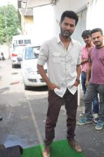 Prabhu Deva promote R Rajkumar on the sets of ZEE_s DID in Famous, Mumbai on 14th Oct 2013 (101)_525cf9f7d37a5.JPG