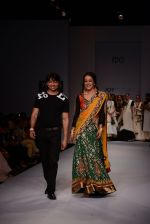 Raima Sen walks for Joy Mitra at Wills day 5 on WIFW 2014 on 13th Oct 2013 (19)_525cb4e14cab0.JPG