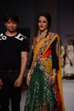 Raima Sen walks for Joy Mitra at Wills day 5 on WIFW 2014 on 13th Oct 2013 (24)_525cb61ab7486.JPG