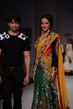 Raima Sen walks for Joy Mitra at Wills day 5 on WIFW 2014 on 13th Oct 2013 (26)_525cb50613d3c.JPG