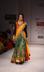 Raima Sen walks for Joy Mitra at Wills day 5 on WIFW 2014 on 13th Oct 2013 (33)_525cb539cdb3c.JPG