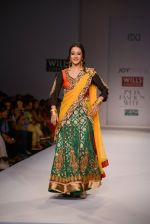 Raima Sen walks for Joy Mitra at Wills day 5 on WIFW 2014 on 13th Oct 2013 (37)_525cb56187683.JPG