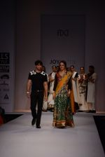 Raima Sen walks for Joy Mitra at Wills day 5 on WIFW 2014 on 13th Oct 2013 (16)_525cb4ca8bd87.JPG