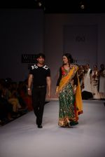 Raima Sen walks for Joy Mitra at Wills day 5 on WIFW 2014 on 13th Oct 2013 (17)_525cb4d337e20.JPG