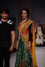 Raima Sen walks for Joy Mitra at Wills day 5 on WIFW 2014 on 13th Oct 2013 (25)_525cb4fd4ac4d.JPG
