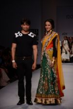 Raima Sen walks for Joy Mitra at Wills day 5 on WIFW 2014 on 13th Oct 2013 (27)_525cb50bc752c.JPG