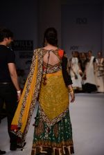 Raima Sen walks for Joy Mitra at Wills day 5 on WIFW 2014 on 13th Oct 2013 (31)_525cb52cc59e7.JPG