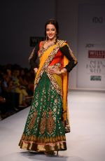 Raima Sen walks for Joy Mitra at Wills day 5 on WIFW 2014 on 13th Oct 2013 (40)_525cb580f3cff.JPG
