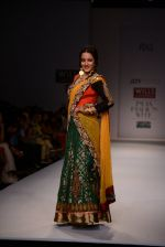 Raima Sen walks for Joy Mitra at Wills day 5 on WIFW 2014 on 13th Oct 2013 (41)_525cb58a6fb6c.JPG
