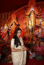 Shreya Ghoshal at the Ashtami celebrations of The North Bengal Sarbajanin Durga Puja, Tulip Star Juhu on 12th Oct 2013 (11)_525cd5fe069fd.JPG