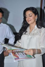 Juhi Chawla at a press meet to discuss radiation caused by mobile towers in Press Club, Mumbai on 17th Oct 2013 (17)_5260ad3e770d4.JPG