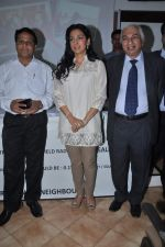 Juhi Chawla at a press meet to discuss radiation caused by mobile towers in Press Club, Mumbai on 17th Oct 2013 (20)_5260ad5ec174d.JPG