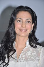 Juhi Chawla at a press meet to discuss radiation caused by mobile towers in Press Club, Mumbai on 17th Oct 2013 (21)_5260b03c03091.JPG