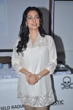 Juhi Chawla at a press meet to discuss radiation caused by mobile towers in Press Club, Mumbai on 17th Oct 2013 (24)_5260ad8dadb03.JPG