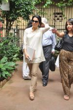 Juhi Chawla at a press meet to discuss radiation caused by mobile towers in Press Club, Mumbai on 17th Oct 2013 (3)_5260acec93138.JPG