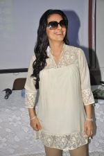 Juhi Chawla at a press meet to discuss radiation caused by mobile towers in Press Club, Mumbai on 17th Oct 2013 (8)_5260ad0053ff3.JPG