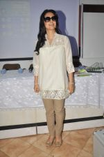 Juhi Chawla at a press meet to discuss radiation caused by mobile towers in Press Club, Mumbai on 17th Oct 2013 (9)_5260ad038dc8a.JPG