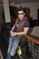 Manish Paul at Mickey Virus interview in Raheja Classique, Mumbai on 19th Oct 2013 (61)_5263db4e3f270.JPG