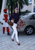 Kainaat Arora (Grand Masti Actress) at the  Femina Festive Showcase 2013 at R Mall.._52661f395279a.JPG