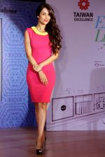 Malaika Arora Khan at Taiwan Excellence -13 campaign in Hotel Taj Palace, Delhi on 24th Oct 2013 (3)_526a06997f6d6.JPG