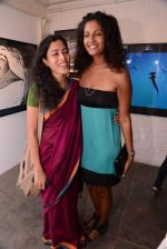 Sheetal Menon at Gallery 7 for Sumer Verma exhibition in Mumbai on 26th Oct 2013 (59)_526ce8624f754.JPG