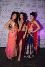 Parvathy Omanakuttan, Amruta Patki, Candice Pinto at Prriya Chabbria festive collection launch in Mumbai on 28th Oct 2013 (35)_526f9537e6c86.JPG