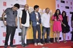 Pritish Nandy, Farhan Akhtar, Vidya Balan, Ekta Kapoor at Trailer launch of Shaadi Ke Side Effects in Mumbai on 28th Oct 2013 (77)_526f8f4c67fcb.JPG