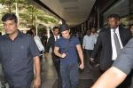 Aamir Khan returns from US in Mumbai Airport on 30th Oct 2013 (8)_52725e60a0f34.JPG