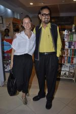 Alyque Padamsee at Karan Razdan_s book launch in Crossword, Mumbai on 31st Oct 2013 (17)_5273c2306e5ac.JPG