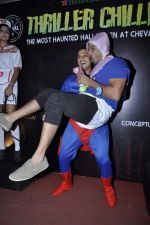 VJ Yudi at Sunny Sara and Yudhishtir hosted a scary Halloween Thriller Chillers in Mumbai on 31st Oct 2013 (18)_5273c4e35fa30.JPG