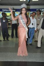 Srishti Rana, Miss Asia Pacific World 2013 winner returns from Korea on 4th Nov 2013 (17)_527901c5a8f0f.JPG