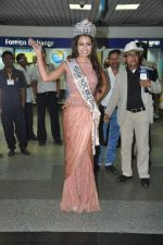 Srishti Rana, Miss Asia Pacific World 2013 winner returns from Korea on 4th Nov 2013 (18)_527901c6488b7.JPG