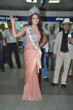 Srishti Rana, Miss Asia Pacific World 2013 winner returns from Korea on 4th Nov 2013 (21)_527901c8442a5.JPG