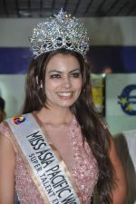 Srishti Rana, Miss Asia Pacific World 2013 winner returns from Korea on 4th Nov 2013 (23)_527901e64673b.JPG