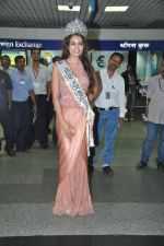 Srishti Rana, Miss Asia Pacific World 2013 winner returns from Korea on 4th Nov 2013 (24)_527901c985754.JPG