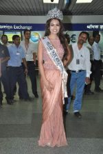 Srishti Rana, Miss Asia Pacific World 2013 winner returns from Korea on 4th Nov 2013 (25)_527901ca275a6.JPG