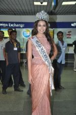 Srishti Rana, Miss Asia Pacific World 2013 winner returns from Korea on 4th Nov 2013 (27)_527901cb8d892.JPG