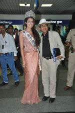 Srishti Rana, Miss Asia Pacific World 2013 winner returns from Korea on 4th Nov 2013 (31)_527901cdf0432.JPG