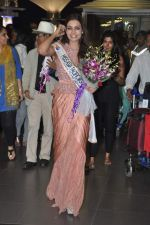 Srishti Rana, Miss Asia Pacific World 2013 winner returns from Korea on 4th Nov 2013 (37)_527901d15999d.JPG