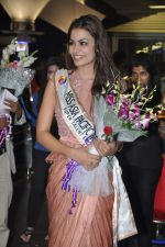 Srishti Rana, Miss Asia Pacific World 2013 winner returns from Korea on 4th Nov 2013 (40)_527901d4883aa.JPG