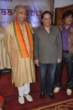 Pandit Hari Prasad Chaurasia, Anup Jalota at Swar Naad 2013 in Mumbai on 6th Nov 2013 (19)_527b26c48fe67.JPG