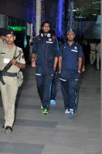 Ishant Sharma snapped at the airport in Mumbai on 9th Nov 2013 (65)_527ef72d59433.JPG