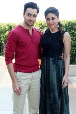 Kareena Kapoor, Imran Khan with Gori Tere Pyaar mein star cast in Delhi on 12th Nov 2013